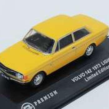 T9 10013 Volvo 142  1973 light yellow