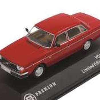 T9 10016 Volvo 244 1978 red