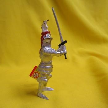 P 60495 Ridder met zwaard en eenhoornhelm rood