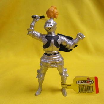 P 60496 Ridder in harnas met zwaard en gele pluim op zijn helm